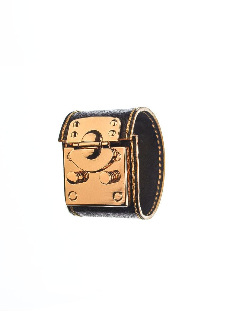 rh181 1 CSHEON Leather Bracelet Gold Detail